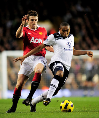 LONDON, ENGLAND - JANUARY 16:  Wilson Palacios of Spurs holds off the challenge from Michael Carrick of Manchester United during the Barclays Premier League match between Tottenham Hotspur and Manchester United at White Hart Lane on January 16, 2011 in Lo