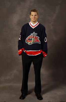 TORONTO, CANADA - JUNE 22:  Number one overall draft pick Rick Nash, selected by the Columbus Blue Jackets, poses for a portrait during the NHL Entry Draft on June 22, 2002 at the Air Canada Centre in Toronto, Canada. (Photo by Craig Melvin/Getty Images/N