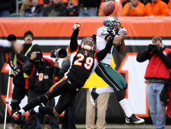 CINCINNATI - NOVEMBER 16: Leon Hall #29 of the Cincinnati Bengals knocks the ball away from DeSean Jackson #10 of the Philadelphia Eagles during the NFL game at Paul Brown Stadium on November 16, 2008 in Cincinnati, Ohio.  (Photo by Andy Lyons/Getty Image