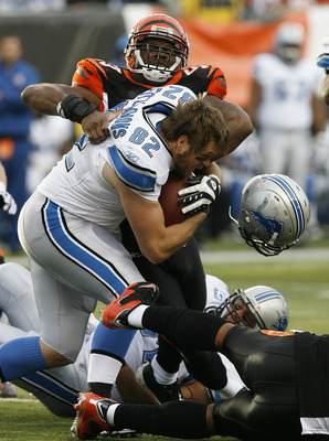 CINCINNATI, OH - DECEMBER 6: Casey FitzSimmons #82 of the Detroit Lions fights to break free from Keith Rivers #55 of the Cincinnati Bengals in their NFL game at Paul Brown Stadium December 6, 2009 in Cincinnati, Ohio.    (Photo by John Sommers II/Getty I