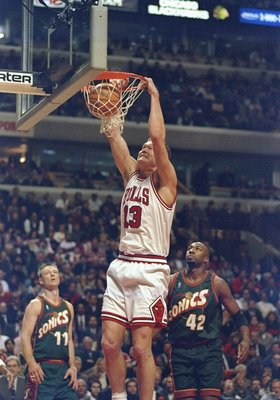 13 Jan 1998:  Center Luc Longley of the Chicago Bulls sinks the ball during a game against the Seattle Supersonics at the United Center in Chicago, Illinois.  The Bulls won the game, 101-91. Mandatory Credit: Jonathan Daniel  /Allsport
