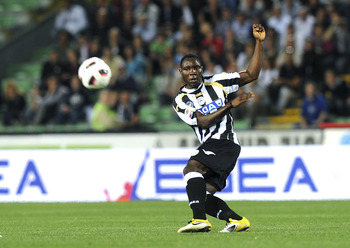UDINE, ITALY - APRIL 09:  Kwadwo Asamoah of Udinese competes during the Serie A match between Udinese Calcio and AS Roma at Stadio Friuli on April 9, 2011 in Udine, Italy.  (Photo by Dino Panato/Getty Images)