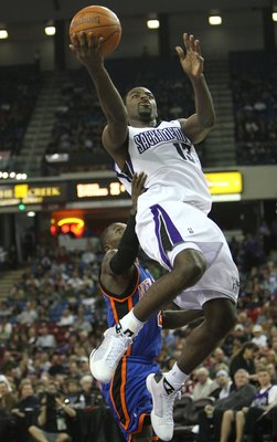 SACRAMENTO, CA - NOVEMBER 25:  Tyreke Evans #13 of the Sacramento Kings shoots against the New York Knicks on November 25, 2009 at ARCO Arena in Sacramento, California.  NOTE TO USER: User expressly acknowledges and agrees that, by downloading and/or usin