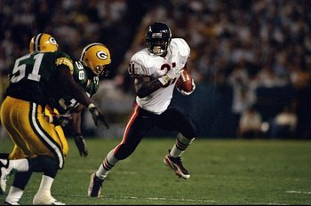1 Sep 1997:  Rashaan Salaam #31 of the Green Bay Packers in action against the Brian Williams #51 of the Chicago Bears at the Lambeau Field in Green Bay, Wisconsin.  The Packers defeated the Bears 38-24. Mandatory Credit: Jonathan Daniel  /Allsport