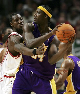 CHICAGO - DECEMBER 19:  Ben Wallace #3 of the Chicago Bulls applies defensive pressure to Kwame Brown #54 of the Los Angeles Lakers on December 19, 2006 at the United Center in Chicago, Illinois. The Bulls defeated the Lakers 94-89. NOTE TO USER: User exp