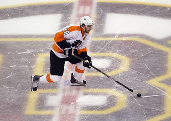 BOSTON, MA - MAY 06: Mike Richards #18 of the Philadelphia Flyers skates against the Boston Bruins in Game Four of the Eastern Conference Semifinals during the 2011 NHL Stanley Cup Playoffs at TD Garden on May 6, 2011 in Boston, Massachusetts. The Bruins