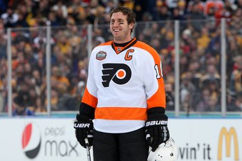 Former Flyer Mike Richards sporting the Flyers' 2010 Winter Classic jersey, just before game time.