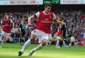 LONDON, ENGLAND - APRIL 17:  Robin van Persie of Arsenal celebrates scoring a penalty kick during the Barclays Premier League match between Arsenal and Liverpool at the Emirates Stadium on April 17, 2011 in London, England.  (Photo by Shaun Botterill/Gett