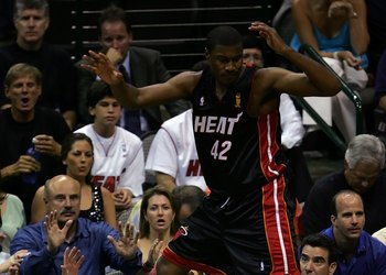 DALLAS - JUNE 11:  James Posey #42 of the Miami Heat goes after a loose ball and almost falls into TV talk show host Dr. Phil McGraw (L) in the fourth quarter of game two of the 2006 NBA Finals against the Dallas Mavericks on June 11, 2006 at American Air