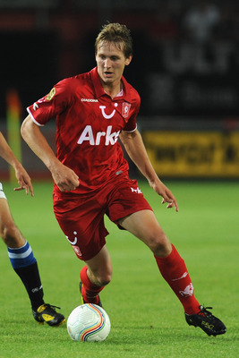 ENSCHEDE, NETHERLANDS - AUGUST 14:  Luuk de Jong of FC Twente in action during the Eredivisie match between FC Twente and SC Hereenveen at De Grolsch Veste Stadium on August 14, 2010 in Enschede, Netherlands.  (Photo by Valerio Pennicino/Getty Images)