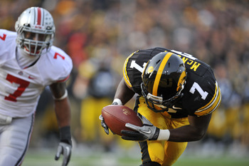 Hawkeye wide receiver Marvin McNutt makes a great catch against Ohio State.