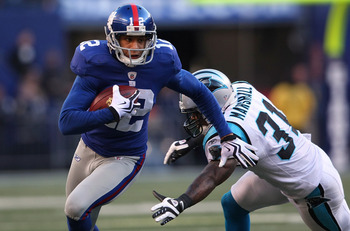 EAST RUTHERFORD, NJ - DECEMBER 27: Steve Smith #12 of the New York Giants runs past Richard Marshall #31 of the Carolina Panthers at Giants Stadium on December 27, 2009 in East Rutherford, New Jersey.  (Photo by Nick Laham/Getty Images)