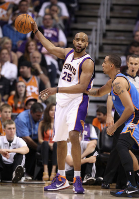 PHOENIX, AZ - MARCH 30:  Vince Carter #25 of the Phoenix Suns handles the ball during the NBA game against the Oklahoma City Thunder at US Airways Center on March 30, 2011 in Phoenix, Arizona.  The Thunder defeated the Suns 116-98. NOTE TO USER: User expr