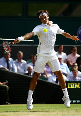 LONDON, ENGLAND - JUNE 25:  Roger Federer of Switzerland returns a shot during his third round match against David Nalbandian of Argentina on Day Six of the Wimbledon Lawn Tennis Championships at the All England Lawn Tennis and Croquet Club on June 25, 20