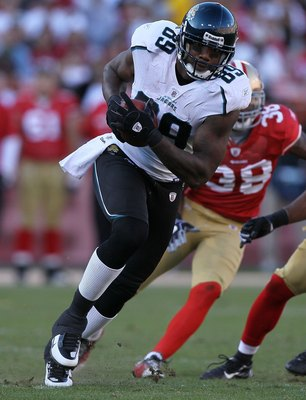 SAN FRANCISCO - NOVEMBER 29:  Marcedes Lewis #89 of the Jacksonville Jaguars runs against the San Francisco 49ers during an NFL game at Candlestick Park on November 29, 2009 in San Francisco, California.  (Photo by Jed Jacobsohn/Getty Images)