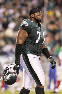 PHILADELPHIA, PA - NOVEMBER 21:  Jason Peters #71 of the Philadelphia Eagles reacts during their game against the New York Giants at Lincoln Financial Field on November 21, 2010 in Philadelphia, Pennsylvania.  (Photo by Nick Laham/Getty Images)
