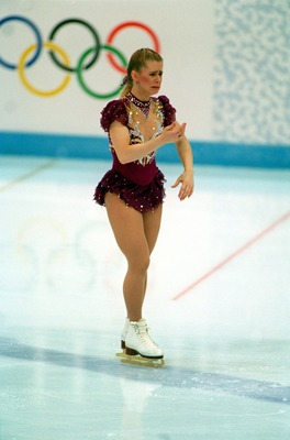 25 FEB 1994:   TONYA HARDING OF THE UNITED STATES LEAVES THE ICE IN TEARS DURING THE FREE PROGRAM AT THE1994 LILLEHAMMER WINTER OLYMPICS.  AFTER CONSULTING WITH THE JUDGES SHE WAS ALLOWED TIME TO REPAIR HER BOOT LACE AND RETURN TO FINISH THE PROGRAM. Mand