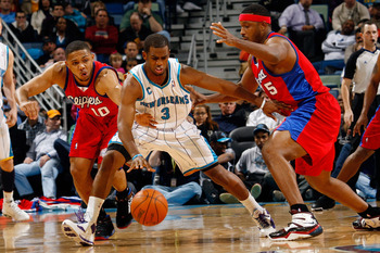 NEW ORLEANS - JANUARY 13:  Chris Paul #3 of the New Orleans Hornets fights to keep the ball away from Eric Gordon #12 and Craig Smith #5 of the Los Angeles Clippers at the New Orleans Arena on January 13, 2010 in New Orleans, Louisiana.  The Hornets defea