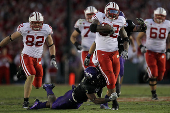 PASADENA, CA - JANUARY 01:  Running back John Clay #32 of the Wisconsin Badgers rushes with the ball against the TCU Horned Frogs during the 97th Rose Bowl game on January 1, 2011 in Pasadena, California.  (Photo by Stephen Dunn/Getty Images)