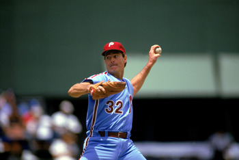 SAN DIEGO - 1986:  Steve Carlton #32 of the Philadelphia Phillies pitches during the 1986 season MLB game against the San Diego Padres at Jack Murphy Stadium in San Diego, California.  (Photo by Stephen Dunn/Getty Images)