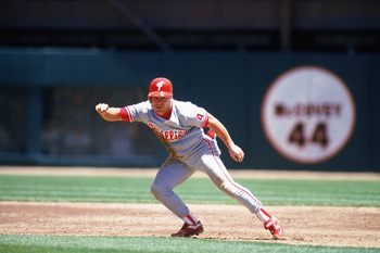 SAN FRANCISCO - JULY 24:  Lenny Dykstra #4 of the Philadelphia Phillies takes a lead off base during a MLB game against the San Francisco Giants on July 24, 1993 at 3Com Park in San Francisco, California. (Photo by Otto Greule Jr/Getty Images)