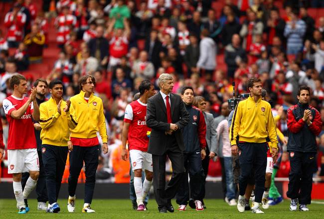 LONDON, ENGLAND - MAY 15:  Arsene Wenger manager of Arsenal joins his players for a lap of honour after the Barclays Premier League match between Arsenal and Aston Villa at the Emirates Stadium on May 15, 2011 in London, England.  (Photo by Richard Heathc