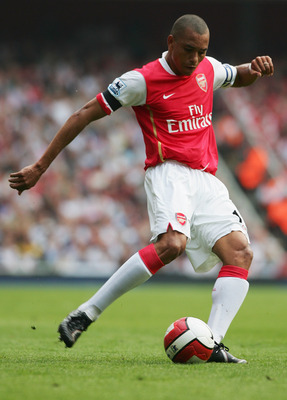 LONDON - APRIL 29:  Gilberto Silva of Arsenal in action during the Barclays Premiership match between Arsenal and Fulham at the Emirates Stadium on April 29, 2007 in London, England.  (Photo by Mike Hewitt/Getty Images)