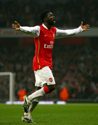 LONDON - MARCH 15:  Kolo Toure of Arsenal celebrates scoring the equalising goal during the Barclays Premier League match between Arsenal and Middlesbrough held at the Emirates Stadium on March 15, 2008 in London,  England.  (Photo by Paul Gilham/Getty Im