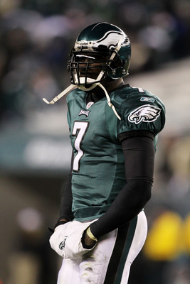 PHILADELPHIA, PA - JANUARY 09:  Michael Vick #7 of the Philadelphia Eagles reacts against the Green Bay Packers during the 2011 NFC wild card playoff game at Lincoln Financial Field on January 9, 2011 in Philadelphia, Pennsylvania.  (Photo by Al Bello/Get