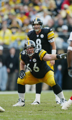 PITTSBURGH, PA - NOVEMBER 10:  Guard Alan Faneca #66 of the Pittsburgh Steelers points to the defense during a game against the Atlanta Falcons on November 10, 2002 at Heinz Field in Pittsburgh, Pennsylvania. The game ended in a 34-34 tie. (Photo by Rick