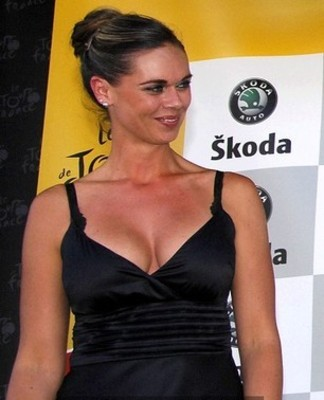 2009_tour_de_france_stage15_verbier_laura_antoine_american_podium_girl_display_image_display_image