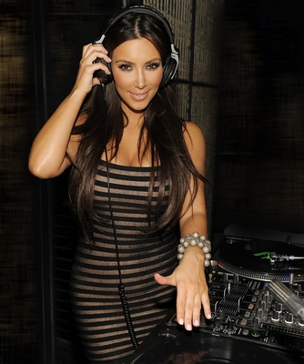 Kim_kardashian_2-1600x1200_display_image