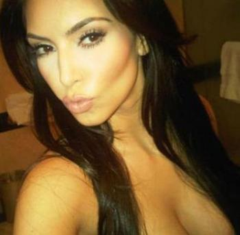Kim-kardashian-twitter-photo-good-morning-kiss-tweet_display_image