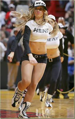 5090xcitefun-uefa-cheerleaders-1_display_image