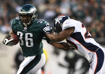 PHILADELPHIA - DECEMBER 27 :  Brian Westbrook #36 of the Philadelphia Eagles runs againt Brian Dawkins #20 of the Denver Broncos at Lincoln Financial Field on December 27, 2009 in Philadelphia, Pennsylvania. (Photo by Jim McIsaac/Getty Images)
