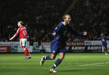 LONDON - JANUARY 1:  Freddie Ljungberg of Arsenal celebrates scoring his second goal during the Barclays Premiership match between Charlton Athletic and Arsenal at The Valley on January 1, 2005 in London, England.  (Photo by Tom Shaw/Getty Images)