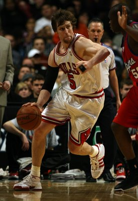 CHICAGO - DECEMBER 17: Andres Nocioni #5 of the Chicago Bulls drives around Zach Randolph #50 of the Los Angeles Clippers on December 17, 2008 at the United Center in Chicago, Illinois. The Bulls defeated the Clippers 115-109 in overtime. NOTE TO USER: Us