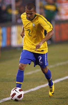 EAST RUTHERFORD, NJ - AUGUST 10: Dani Alves #2 of Brazil dribbles up the field against the U.S. in the first half of a friendly match at the New Meadowlands on August 10, 2010 in East Rutherford, New Jersey. (Photo by Jeff Zelevansky/Getty Images)