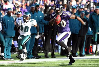 BALTIMORE - NOVEMBER 23:  Ed Reed #20 of the Baltimore Ravens runs the ball after an interception against the Philadelphia Eagles on November 23, 2008 at M&T Bank Stadium in Baltimore, Maryland.  (Photo by Jim McIsaac/Getty Images)