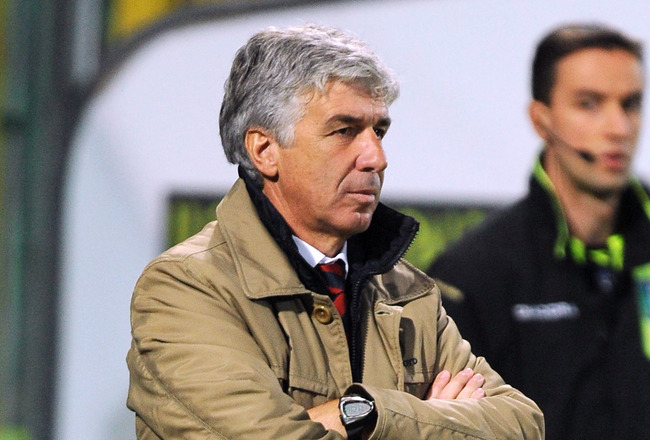 PALERMO, ITALY - NOVEMBER 07: Gian Piero Gasperini coach of Genoa looks on  during the Serie A match between US Citta di Palermo and Genoa CFC at Stadio Renzo Barbera on November 7, 2010 in Palermo, Italy.  (Photo by Tullio M. Puglia/Getty Images)