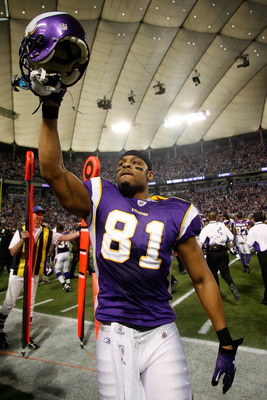 MINNEAPOLIS - JANUARY 17:  Tight end Visanthe Shiancoe #81 of the Minnesota Vikings walks off the field after defeating the Dallas Cowboys 34-3 during the NFC Divisional Playoff Game at Hubert H. Humphrey Metrodome on January 17, 2010 in Minneapolis, Minn