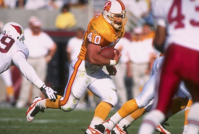 20 Oct 1996:  Running back Mike Alstott #40 of the Tampa Bay Buccaneers keeps his eyes focused upfield as he runs through a hole in the offensive line during a carry in the Buccaneers 13-9 loss to the Arizona Cardinals at Sun Devil Stadium in Tempe, Arizo