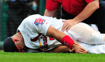 Albert Pujols injures his wrist