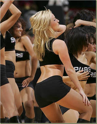 5087xcitefun-uefa-cheerleaders-4_display_image