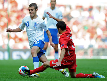 LONDON, ENGLAND - JUNE 04:  Jack Wilshere of England (L) is tackled by Tranquillo Barnetta of Switzerland during the UEFA EURO 2012 group G qualifying match between England and Switzerland at Wembley Stadium on June 4, 2011 in London, England.  (Photo by