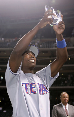 Alfonso Soriano raises the All-Star MVP award, the second by a Ranger, high in front of former Rangers owner Tom Hicks.