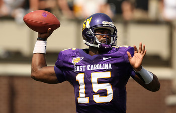 GREENVILLE, NC - SEPTEMBER 05:  Patrick Pinkney #15 of the East Carolina Pirates throws the ball against the Appalachian State Mountaineers at Dowdy-Ficklen Stadium on September 5, 2009 in Greenville, North Carolina.  (Photo by Streeter Lecka/Getty Images