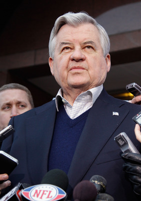 WASHINGTON, DC - MARCH 11:  Carolina Panthers owner Jerry Richardson addresses the media at a news conference outside the Federal Mediation and Conciliation Service building March 11, 2011 in Washington, DC. The NFLPA has filed for decertification and wil