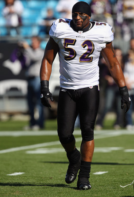 CHARLOTTE, NC - NOVEMBER 21:  Ray Lewis #52 of the Baltimore Ravens against the Carolina Panthers at Bank of America Stadium on November 21, 2010 in Charlotte, North Carolina.  (Photo by Streeter Lecka/Getty Images)