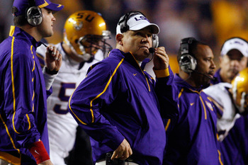 BATON ROUGE, LA - NOVEMBER 28:  Head coach Les Miles of the LSU Tigers calls a play during the game against the Arkansas Razorbacks at Tiger Stadium on November 28, 2009 in Baton Rouge, Louisiana. The Tigers defeated the Razorbacks 33-30 in overtime.  (Ph